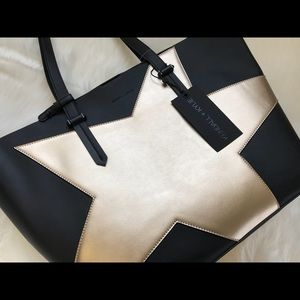 Kendall & Kylie Izzy Star Tote Gold